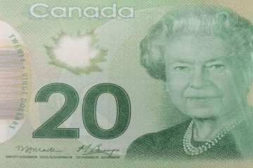 1049752-demis-billets-banque-coupes-deux